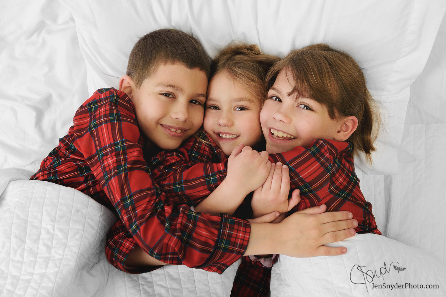 Christmas pajama portraits by Harford County childrens photographer Jen Snyder http://www.jensnyderphoto.com